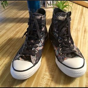 Converse shoes/women's 9